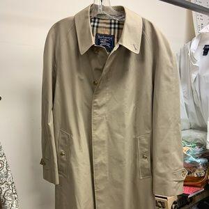 Burberrys trench coat vintage clean sz 50